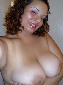 Chubby Girlfriend Takes Selfshot Pictures For Her Boyfriends Friends - Picture 8