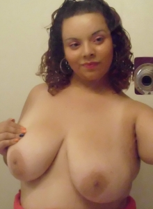 Chubby Girlfriend Takes Selfshot Pictures For Her Boyfriends Friends - Picture 10